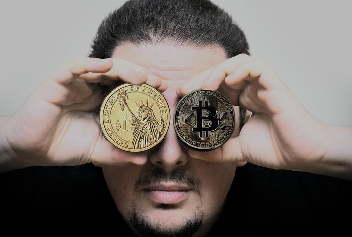 Цена биткоина достигла 9,7 тысячи долларов