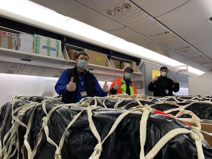Груз в салоне самолета Air Astana