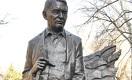 Памятник Герольду Бельгеру открыли в Алматы