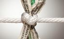 Слабые макроэкономические данные и торговые споры оказывают давление на доллар