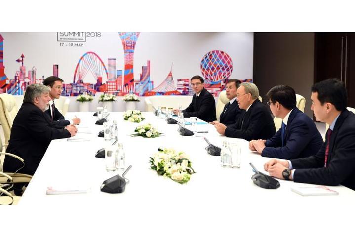 Назарбаев встретился с основателями Apple и Яндекс