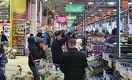 В супермаркетах царит ажиотаж. Надо ли бежать за продуктами?