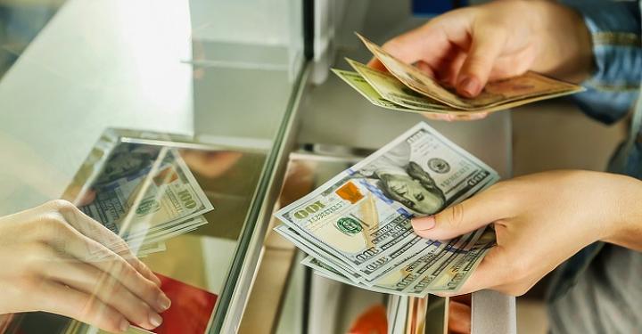 Доллар понизился до320 тенге