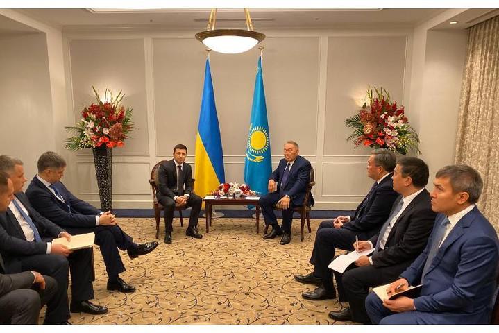 Зеленский - Назарбаеву: Хотели бы, чтобы Республика Казахстан поддержала Украину