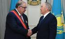 Назарбаев наградил Алишера Усманова орденом «Достық»