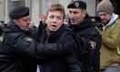 В Беларуси задержан оппозиционный журналист. Он летел на самолете, который сел по распоряжению Лукашенко