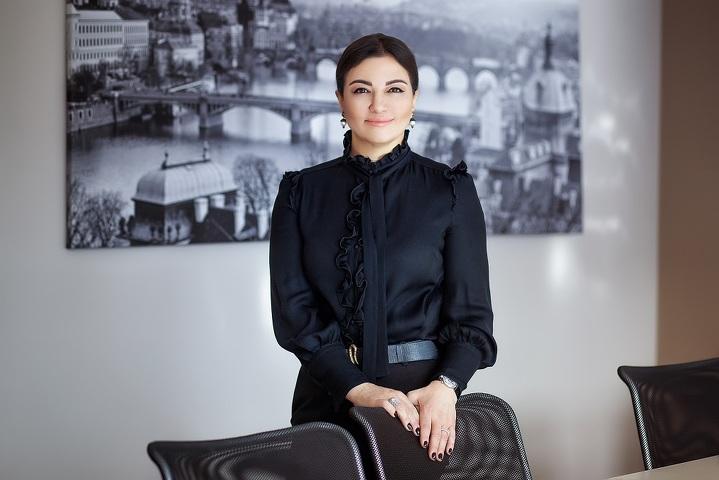 Нарина Надирова