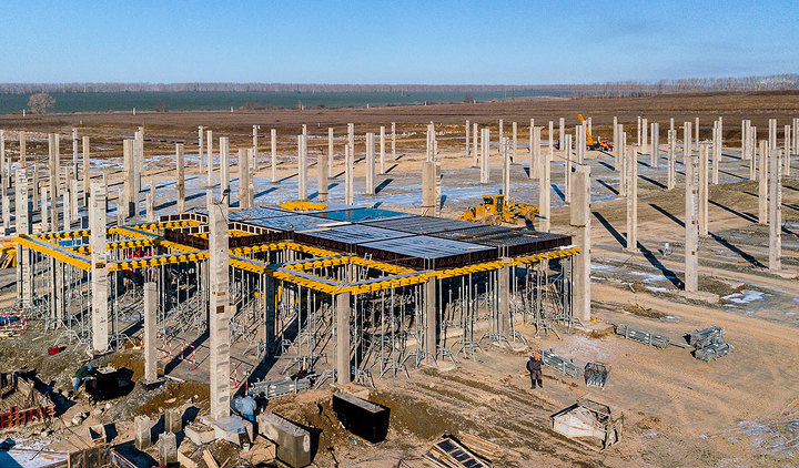 В течение ноября строители наполнят моголитное перекрытие цеха сварки 360 кубометрами бетона