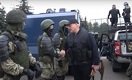 «Мы с ними разберемся»: Лукашенко взялся за автомат после акции протеста с участием 100 000 белорусов