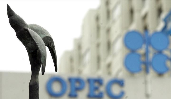 Нефть упала в цене на росте числа буровых установок в США
