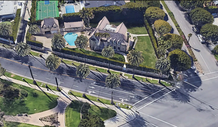 The property at 809 North Canon Drive in Beverly Hills, California, in a satellite image from Google Earth. The 5,400-square-foot mansion was recently sold. (Google Earth)
