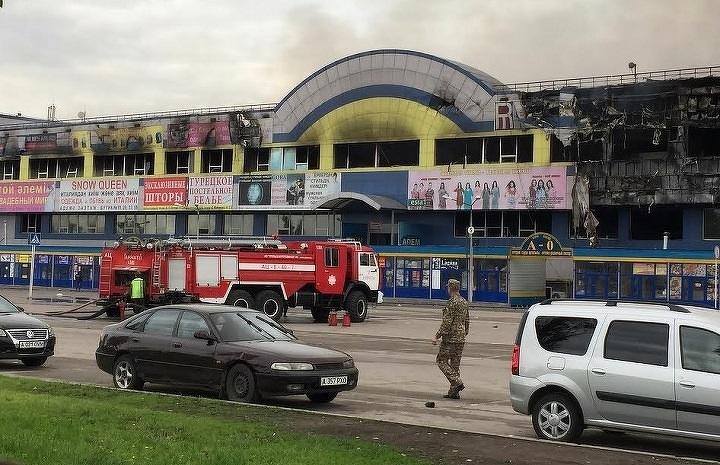 Последствия пожара в торговом доме «Адем» в Алматы в 2015