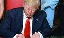 Президент США подписал пакет экономической помощи на сумму $900 млрд