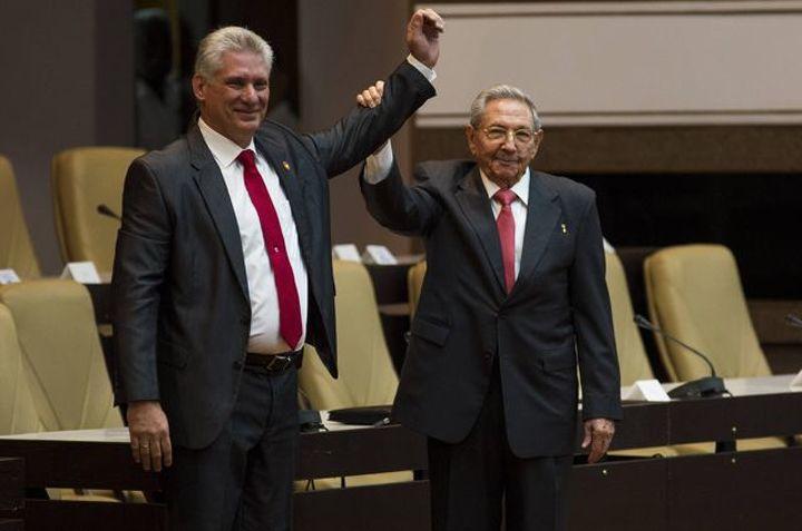 Путин побеседовал  потелефону сРаулем Кастро иновым лидером Кубы