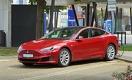 Эксперты «легким обманом» заставили Tesla двигаться на автопилоте без водителя за рулем